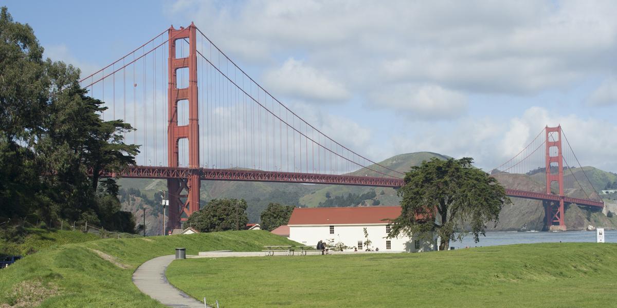 Warming Hut and the Golden Gate Bridge