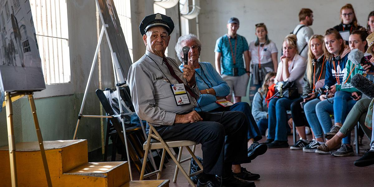 Former Alcatraz guard Jim Albright speaks at the final Alcatraz reunion on August 12, 2018.
