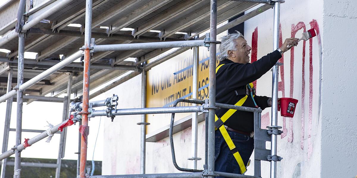 main paints on building