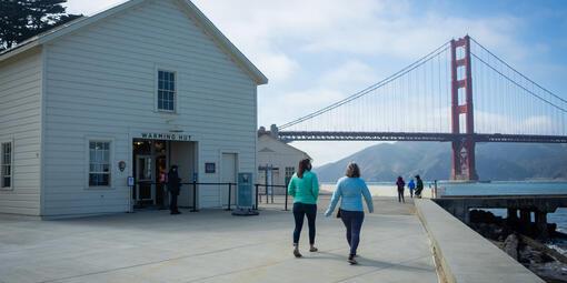 Warming Hut in front of the Golden Gate Bridge